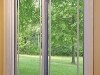 Joyce Window_White Slider